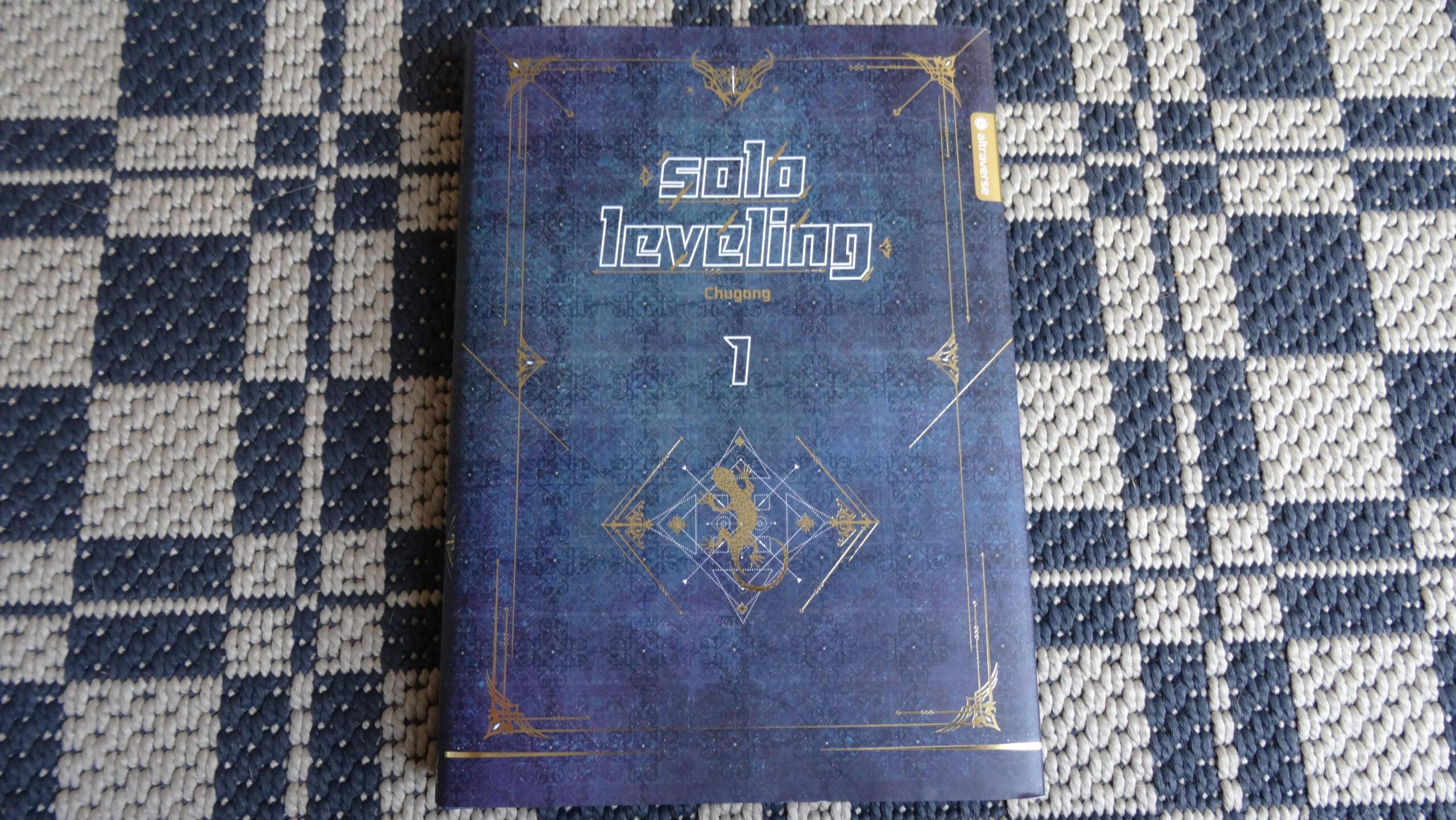 Das Bild zeigt die Vorderseite des Solo-Leveling Band 01 mit Umschlag.
